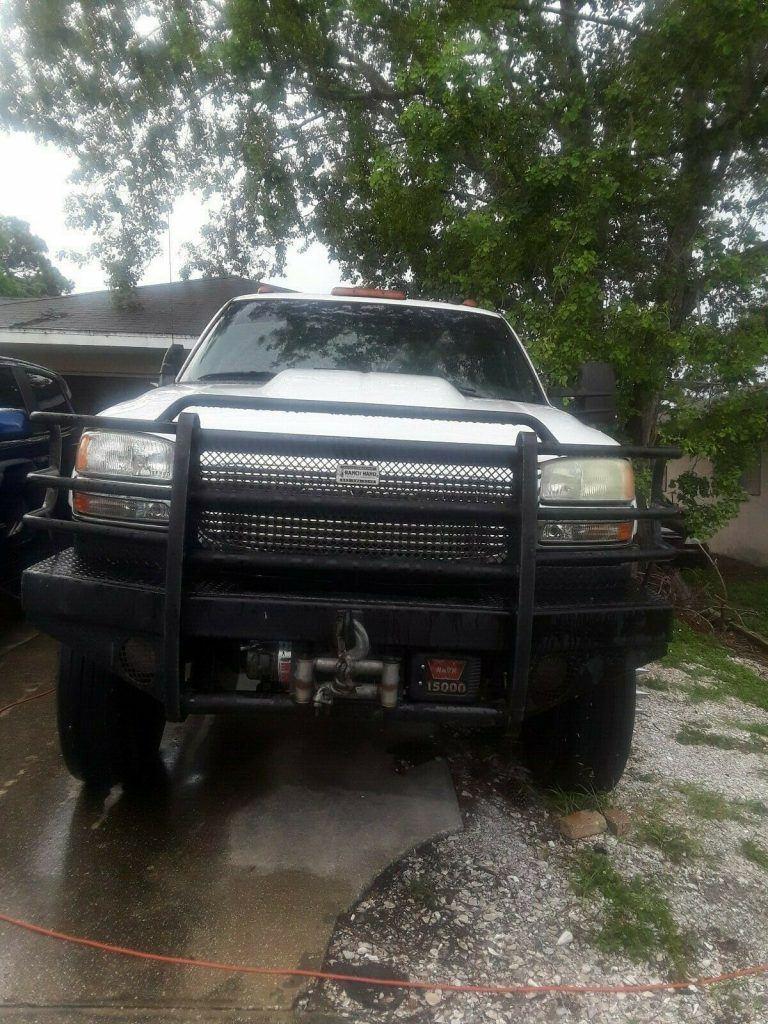 needs work 2004 GMC Sierra 3500 Slt monster truck